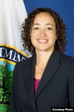 美国教育部民权事务办公室助理部长凯瑟琳•拉蒙(Catherine E. Lhamon)