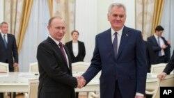 Predsednici Rusije i Srbije, Vladimir Putin i Tomislav Nikolić, tokom susreta u Moskvi