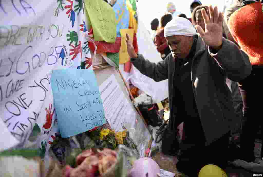 A well-wisher pays respect to ailing former South African President Nelson Mandela outside the Mediclinic Heart Hospital in Pretoria, June 27, 2013.
