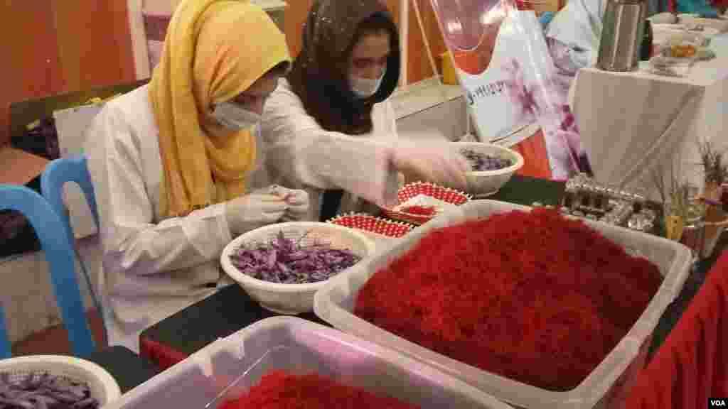 مقامهای محلی هرات میگویند که بر اساس سروی و تخمین متخصصان امور زراعتی، امسال در این ولایت بیشتر از ۱۲ تُن زعفران برداشت خواهد شد