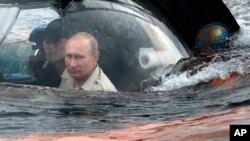 Погружение Владимира Путина у берегов Севастополя