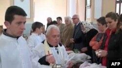 Besimtarët katolikë përgatiten të kremtojnë Pashkët