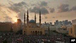تظاهرات در بیروت، روز یکشنبه ۲۰ اکتبر جمعیت کثیری را به خیابانهای شهر کشاند.