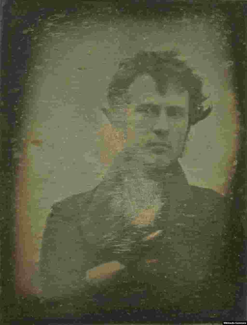 Tarixdə ilk fotoşəkil və ilk foto avtoportretin müəllifi, foto sənətinin pioneri, amerikalı fotoqraf Robert Kornelius