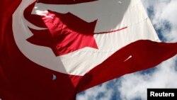 캐나다 의회 건물 위로 캐나다 국기가 날리고 있다. (자료사지냬