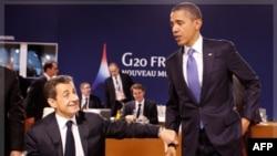 Tổng thống Hoa Kỳ Barack Obama (phải) và Tổng thống Pháp Nicolas Sarkozy nói chuyện tại hội nghị G 20