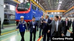 U.S. Secretary of State John Kerry visits a locomotive manufacturing plant in the Kazak capital of Astana that represents an economic partnership between General Electric (GE) and Kazakhstan, Nov. 2, 2015.