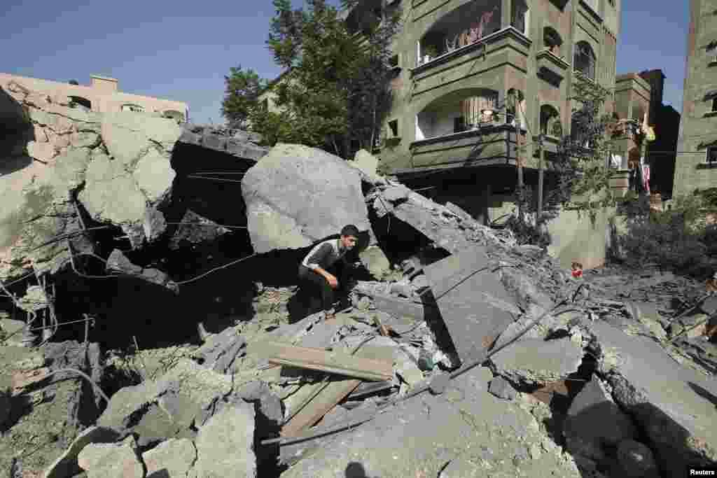اسرائیل کا کہنا ہے کہ یہ حملے فلسطینی علاقے سے اسرائیلی اہداف پر راکٹ حملوں کو روکنے کی کوششوں کا حصہ ہیں۔