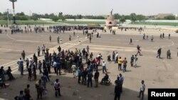 """在巴格达的所谓的国际区""""庆祝广场"""",什叶派人士静坐示威(2016年5月1日)"""