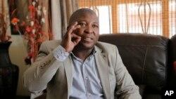 Thamsanqa Jantjie saat wawancara dengan Associated Press di Johannesburg (12/12).