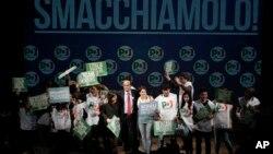 Lider koalicije levog centra Pjer Luiđi Bersani na završnom mitingu u Rimu