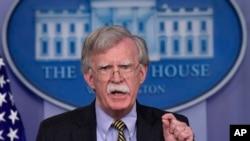 美国国家安全事务助理博尔顿2018年10月3日在白宫回答记者问题