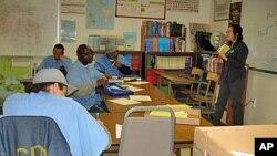 Napi di penjara San Quentin mendapatkan pelatihan di kelas (foto: dok).