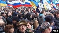 Sentimen anti AS dari warga Rusia terus meningkat dalam survei terbaru (foto: ilustrasi).