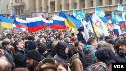 3月15日莫斯科抗议出兵克里米亚集会(美国之音 白桦)