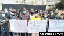 Jornalistas em protesto contra vandalização da Rádio Capital FM, Guiné-Bissau