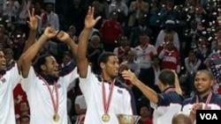 Tim basket AS menjuarai Kejuaraan Dunia FIBA di Istanbul, Turki hari Minggu setelah mengalahkan tim Turki di final. Amerika juga menjuarai Kejuaraan Dunia FIBA U-17 dan U-19.