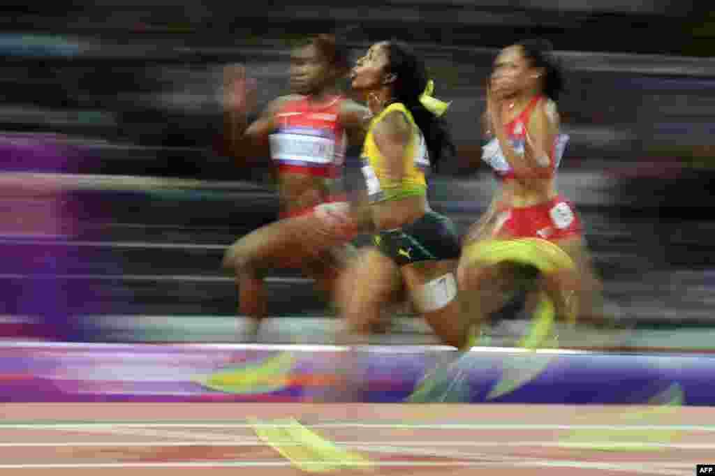 牙买加女飞人弗雷泽8月4日在女子百米决赛中再度夺得金牌
