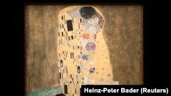 تابلوی «بوسه» اثر گوستاو کلیمت