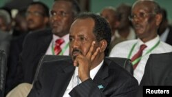 Presiden baru Somalia, Hassan Sheikh Mohamud lolos dari serangan bom di sebuah hotel di Mogadishu, Rabu 12/9 (foto: dok).