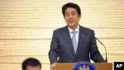 Thủ tướng Nhật Shinzo Abe phát biểu sau lễ đón tổng thống Philippines Duterte tại Tokyo ngày 26/10/2016.