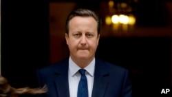 Thủ tướng Anh David Cameron tuyên bố từ chức sau khi không thể thuyết phục người dân Anh ở lại EU trong cuộc trưng cầu dân ý tổ chức tháng trước.