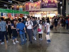 香港书展人多书多,琳琅满目