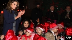 Istri Raja Abdullah II, Ratu Rania, menyanyikan lagu Natal bersama anak-anak di Amman.