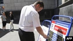 Беларусь перешла к рыночному курсу своей валюты. Минск. 11 мая 2011 года