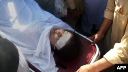 Pakistani hospital workers carry injured Malala Yousafzai attacked by gunmen in Mingora on October 9, 2012.