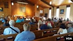 Jemaah di Gereja Wedgewood di Charlotte, North Carolina. (W. Gallo/VOA)