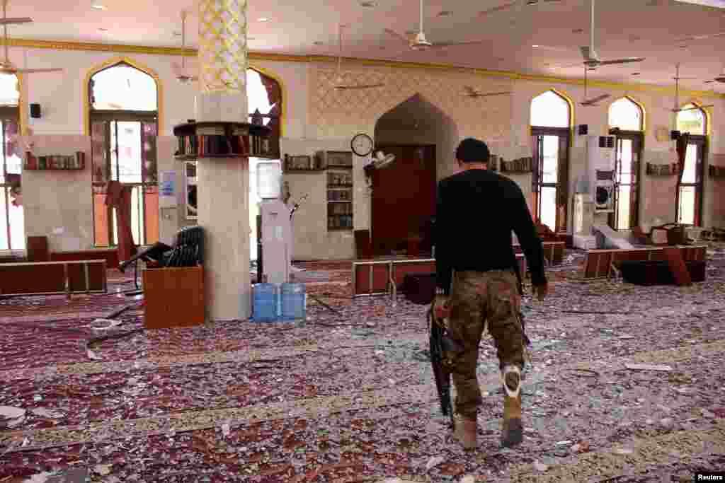 예멘 아덴의 한 사원에서 자살폭탄공격이 발생했다.