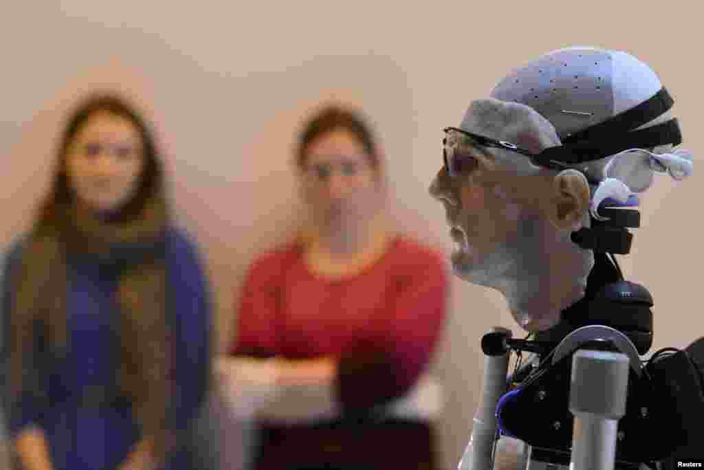 El robot 'Rex', el primer hombre biónico artificial de dos metros de altura, en el Museo de la Ciencia en Londres.