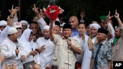 Prabowo Subianto bersama massa pendukungnya di Jakarta (foto: ilustrasi).