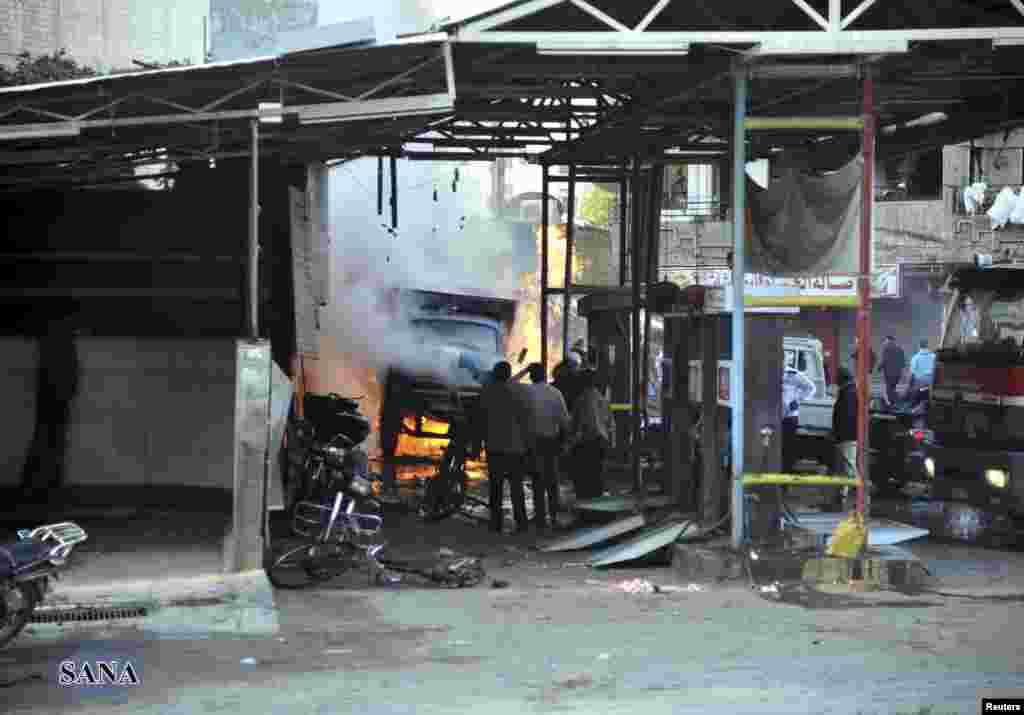 28일 다마스쿠스 인근 자라마나 지역에서 발생한 폭탄 테러 현장. 시리아 관영통신 사나 보도.