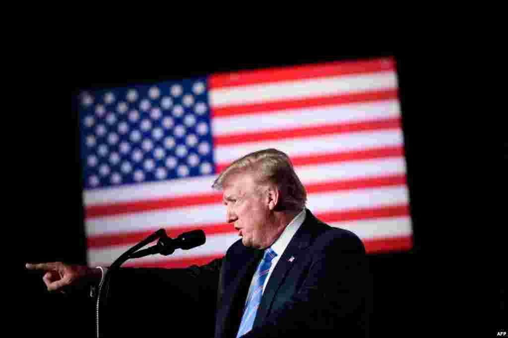 도널드 트럼프 미국 대통령이 웨스트버지니아주 화이트 설퍼 스프링에서 열린 퇴역 군인을 위한 자선행사 참석해 연설하고 있다.