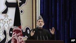 El presidente de Afganistán, Hamid Karzai, se dirige al Loya Jirga, el consejo de ancianos, al que ha pedido que apruebe el pacto de seguridad entre Estados Unidos y Afganistán.