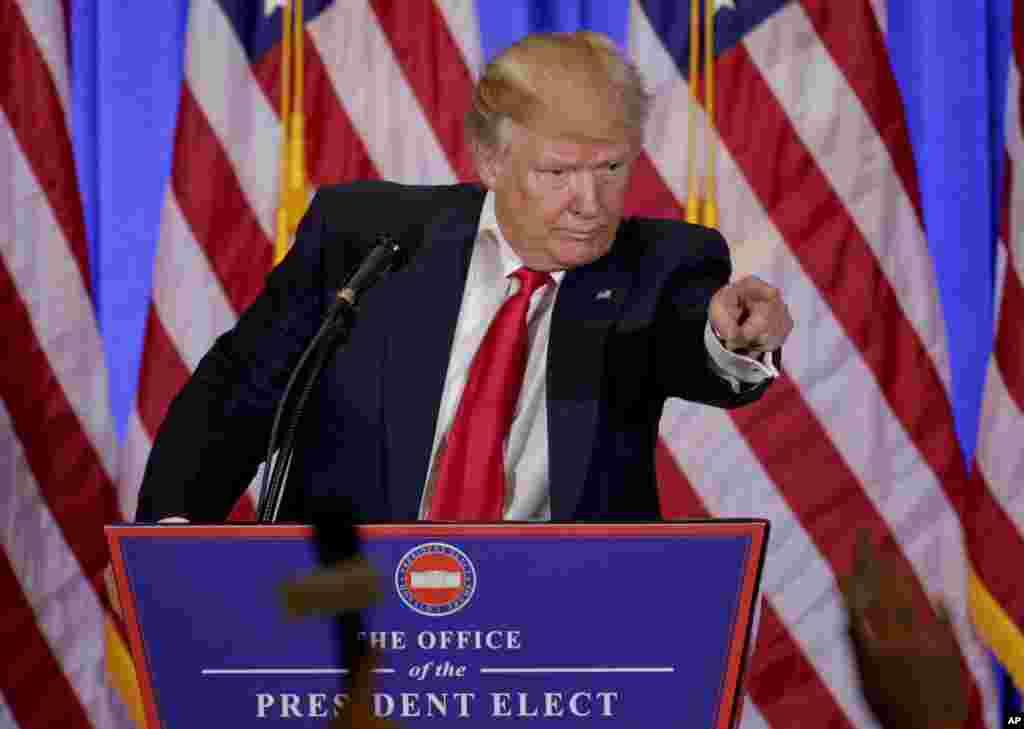 بخشی از کنفرانس جنجالی شد. خبرنگار سی ان ان از ترامپ سوال پرسید اما رئیس جمهوری منتخب گفت شما دروغ می گویید و من به سوال شما جواب نمی دهم.