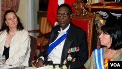 Une photographie du roi du Rwanda, Kigeli V, en exil aux États-Unis.