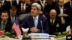 Menlu AS John Kerry menghadiri KTT regional Asia Tenggara untuk tingkat Menteri di Kuala Lumpur, Malaysia, Kamis (6/8).