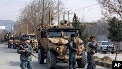 سیکیورٹی فورسز کابل میں حملے کے مقام پر کارروائی کر رہی ہیں۔