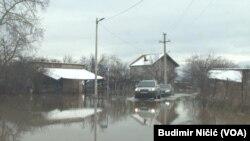 ARHIVA - Poplavljeno naselje na Kosovu u januaru 2021. (Foto: VOA)