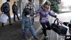 Debaltseve'yi terk eden siviller
