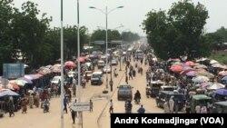 Vue de la ville de N'Djamena capitale du Tchad après 59 ans d'indépendance, N'Djamena, Tchad, le 11 août 2019. (VOA/André Kodmadjingar)