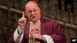 El cardenal Timothy Dolan habla en la Catedral de San Patricio en Nueva York. Sobre los anticonceptivos no hay trato con el gobierno.