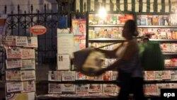 Một sạp báo trên đường phố Hà Nội. (Ảnh tư liệu)
