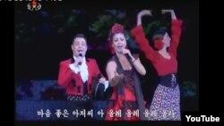스페인 플라멩코 전통예술단이 지난 4월 평양에서 열린 '제30차 4월의 봄 친선예술축전'에 초대받아 공연을 펼쳤다. 유투브에 게재된 북한 관영 조선중앙TV 화면을 캡쳐한 사진이다.