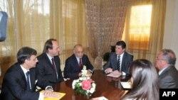 Presidenti Topi u takua me ambasadorët e SHBA, BE dhe OSBE për zgjedhjet e 8 majit