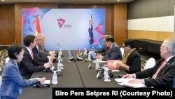 Delegasi Indonesia bertemu dengan Delegasi Australia dalam pertemuan bilateral di KTT ASEAN 2018 di Singapura, 14 November 2018.