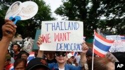 지난 5월 태국 방콕에서 쿠테타 정권 4주년을 맞아 시민들이 민주주의를 요구하는 시위에 참가했다.